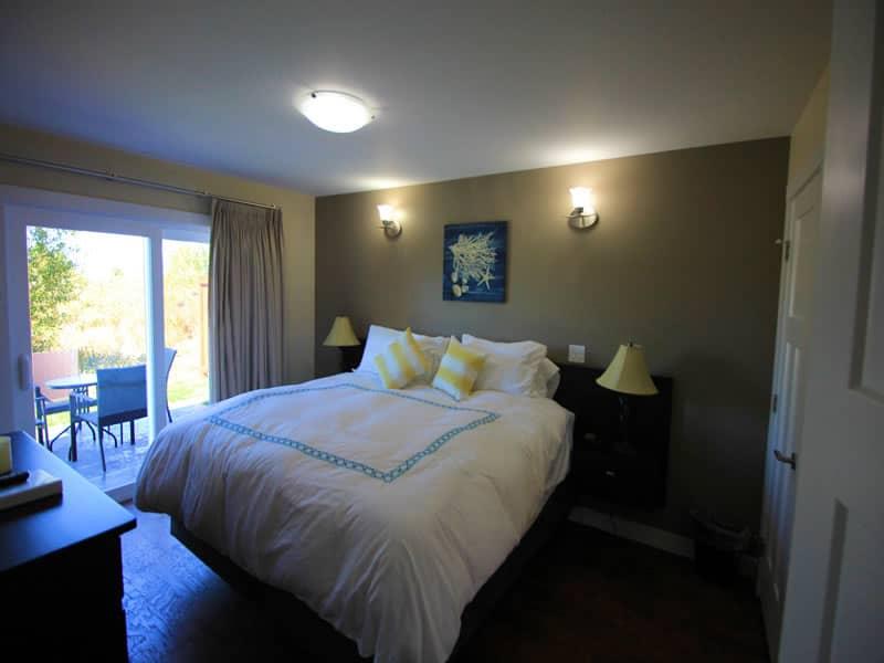 raven cottage bedroom 01