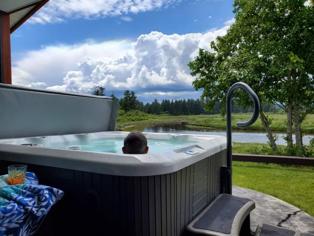 hot tub thunderbird cottage