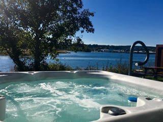 hot tub views thunderbird cottage