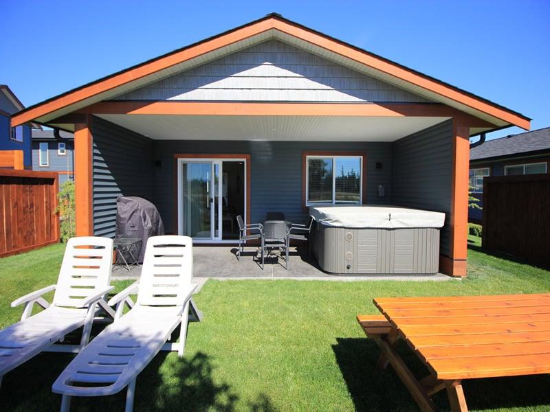 thunderbird cottage jacuzzi